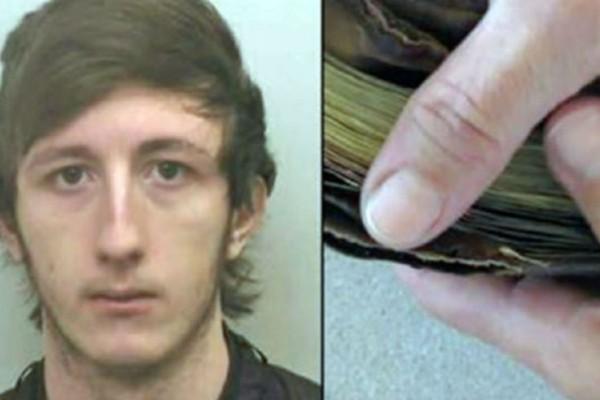 Κλέφτης κοιτάζει το πορτοφόλι που μόλις έκλεψε - Αυτό που είδε μέσα, τον έκανε να πάει και να παραδοθεί στην αστυνομία