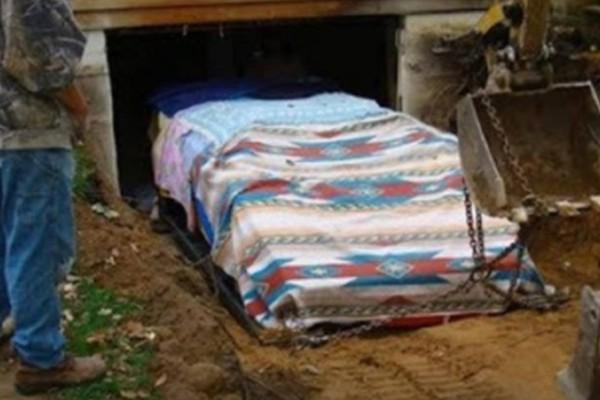 Για 17 χρόνια έφτιαχνε κρυφά στο γκαράζ του ένα αυτοκίνητο. Όταν χρειάστηκε να το βγάλουν όλοι πάγωσαν!
