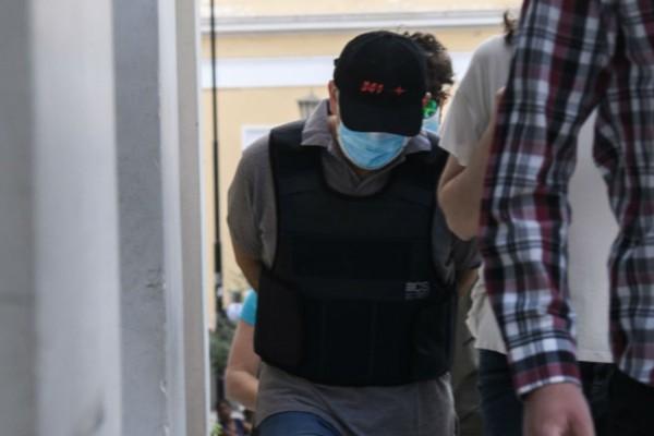 «Μαϊμού» γιατρός: Ενώπιον του ανακριτή ο 47χρονος - Είκοσι νέες καταγγελίες για τις απάτες του (Video)