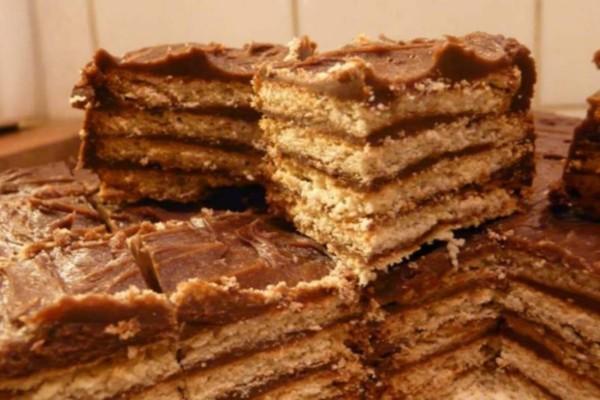 Το γλυκό της γιαγιάς με μπισκότα και ζαχαρούχο γάλα - Έτοιμο σε 15 λεπτά