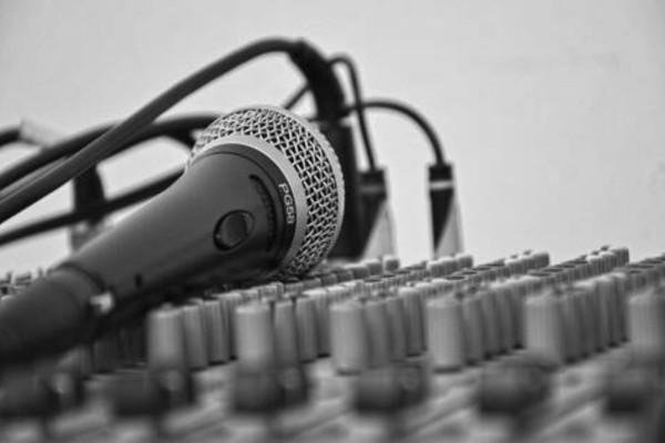 Θρήνος: Πέθανε διάσημος Έλληνας τραγουδιστής