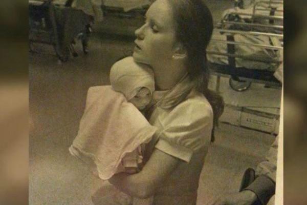 Το 1977 νοσοκόμα κράτησε αυτό το καμένο μωρό... 38 χρόνια μετά δεν περίμενε κάτι τέτοιο