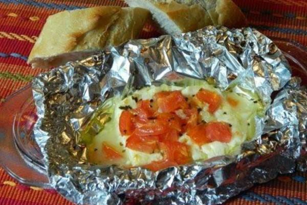 Ψήνετε ντομάτα μαζί με φέτα μέσα σε αλουμινόχαρτο; Σταματήστε το αμέσως!