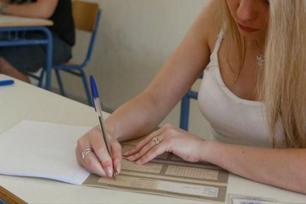 Πανελλαδικές εξετάσεις: «Αυλαία» για τα ΓΕΛ με Χημεία και Οικονομία