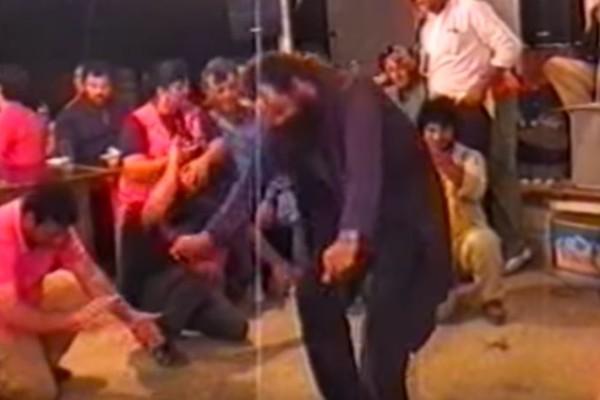 Το μερακλίδικο ζεϊμπέκικο του παπά - Χόρευει και τραγουδάει σαν επαγγελματίας