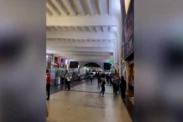 Συναγερμός στο Παρίσι - Πληροφορίες για ένοπλο σε εμπορικό κέντρο