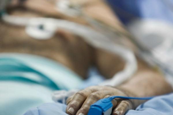 Τραγικό παιχνίδι της μοίρας: 52χρονος νίκησε τον κορωνοϊό αλλά... πέθανε ο πατέρας του τη μέρα του εξιτηρίου