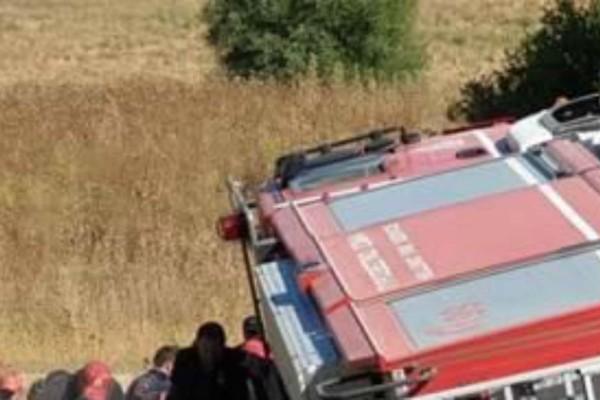 Πάτρα: Τραυματίστηκαν δύο πυροσβέστες - Ανετράπη το πυροσβεστικό όχημα