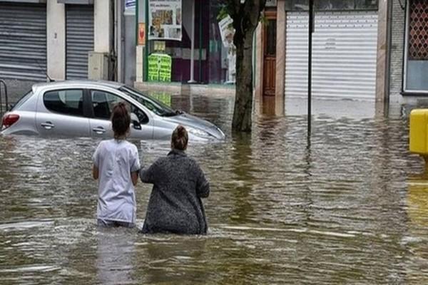 «Θέρισε» τις Σέρρες η κακοκαιρία - Πλημμύρες και... σκούπες στα χέρια