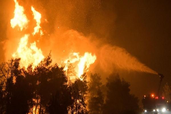 Συναγερμός: Μεγάλη φωτιά καίει τα Ψαρά