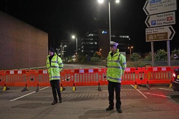 Χαμός στη Βρετανία: Τρομοκρατικό χτύπημα η επίθεση με μαχαίρι