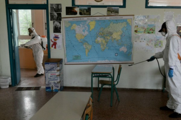 Κορωνοϊός: Μαθήτρια στην Ελλάδα βρέθηκε θετική στον φονικό ιό (Video)