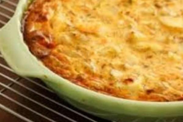 Τεμπελόπιτα: Η πιο εύκολη και λαχταριστή τυρόπιτα που φτιάξατε ποτέ - Το μυστικό με το γάλα και το ελαιόλαδο