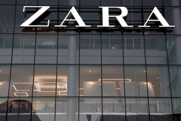 Zara: Το μαύρο φόρεμα που ξεπουλάει σαν τρελό - Κοστίζει 12,99