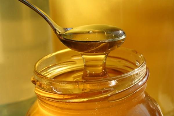 Έτρωγε κάθε βράδυ πριν τον ύπνο μια κουταλιά μέλι - Μόλις δείτε το λόγο θα τρέξετε να το κάνετε!