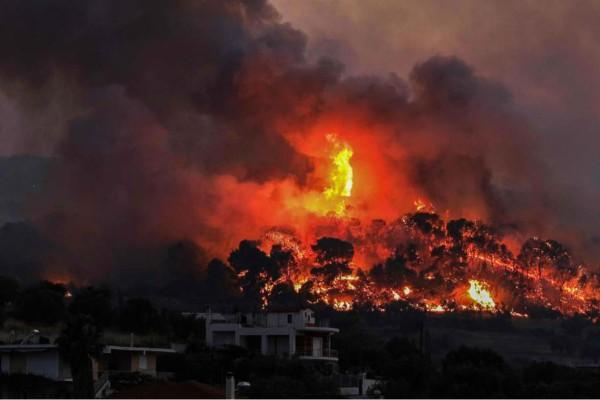 Δραματική η κατάσταση στην Κορινθία: Ενεργοποιείται ο Copernicus για τη μεγάλη φωτιά στις Κεχριές