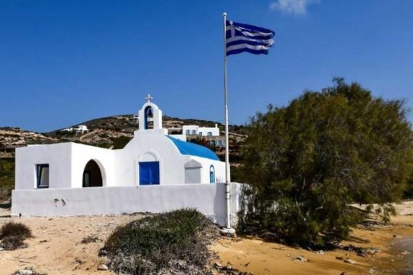 Ένα κρυμμένο διαμάντι: Το μικρό ελληνικό νησί που γεμίζει με αστέρες του Χόλιγουντ!