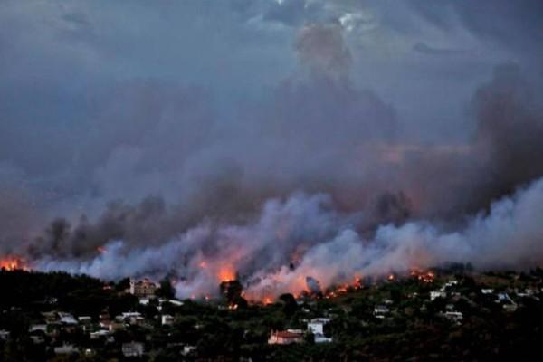 «Η γιαγιά τους κάηκε ζωντανή! Τα παιδιά τριγυρνούσαν μόνα τους, άνθρωποι περνούσαν μέσα από τις φλόγες…»
