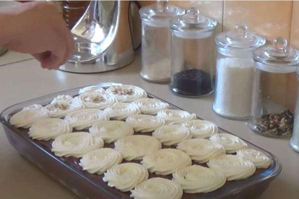 Γρήγορο γλυκό ψυγείου με μπισκότα και πραλίνα - Έτοιμο σε 15 λεπτά