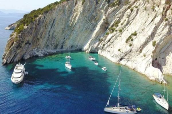 Σκέτο όνειρο: Το ελληνικό νησί που λατρεύουν οι πλουσιότεροι άνθρωποι του κόσμου