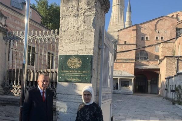 «Το μεγάλο τζαμί»: Άλλαξε η πινακίδα στην Αγία Σοφιά