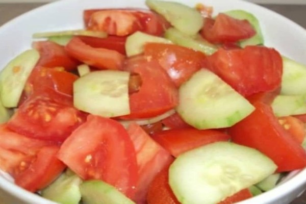 Απαγορεύεται: Γιατί δεν πρέπει ποτέ να τρώτε αγγούρια και ντομάτες στην ίδια σαλάτα!