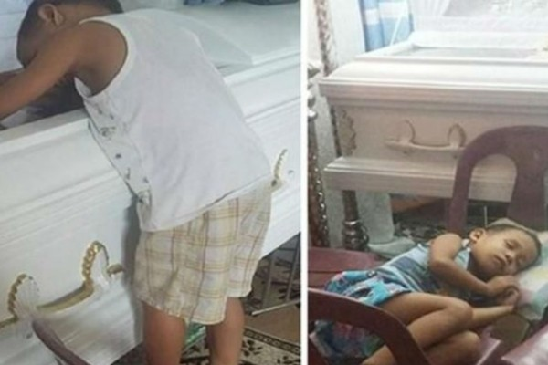 5χρονο αγόρι αγκαλιάζει το φέρετρο της μαμάς του με την συνέχεια να σοκάρει...