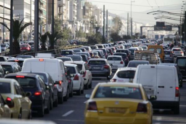 Στο «κόκκινο» η κίνηση στους δρόμους της Αθήνας: Πού εντοπίζονται τα προβλήματα (photo)