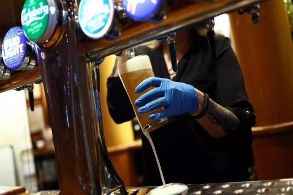 Συναγερμός με τον κορωνοϊό: Εκτίμηση ακόμη και για 120.000 θανάτους στη Βρετανία στο δεύτερο «κύμα»