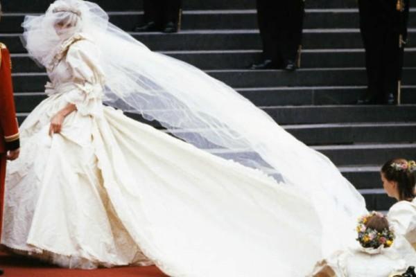 Εφιαλτική ημέρα για την πριγκίπισσα Νταϊάνα - Η ημέρα του γάμου και οι αναποδιές με το νυφικό