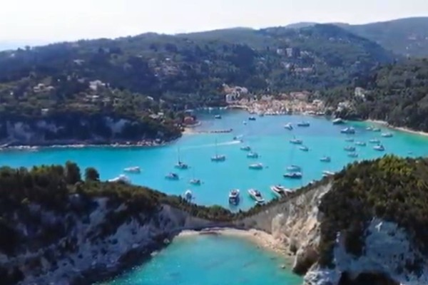 Μαργαριταρένιο: Το μικρό ελληνικό νησί, που θα αποφύγεις την πολυκοσμία και θα απολαύσεις τα πιο γαλανά νερά