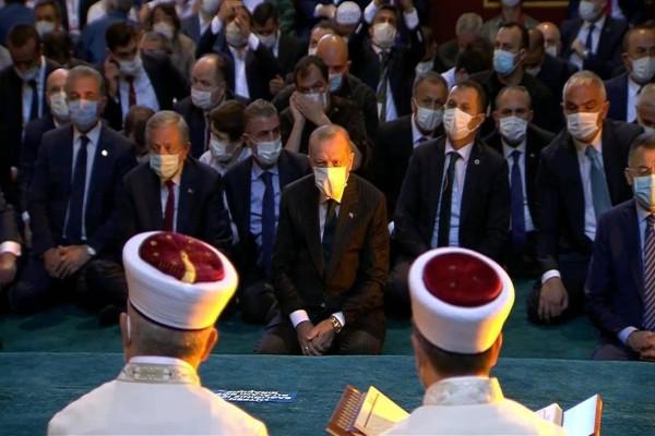 Πρόκληση Ερντογάν στην Αγιά Σοφιά: Διάβασε απόσπασμα από το Κοράνι