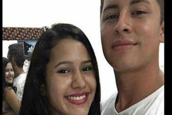 19χρονη ανέβασε μια selfie με το αγόρι της και αμέσως τα σχόλια πήραν «φωτιά» - Προσέξτε την λίγο καλύτερα... Θα εκπλαγείτε