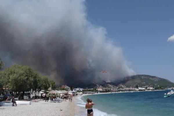 Συναγερμός από την φωτιά στην Κορινθία: Εκκενώθηκαν οικισμοί και κατασκήνωση (photos-video)