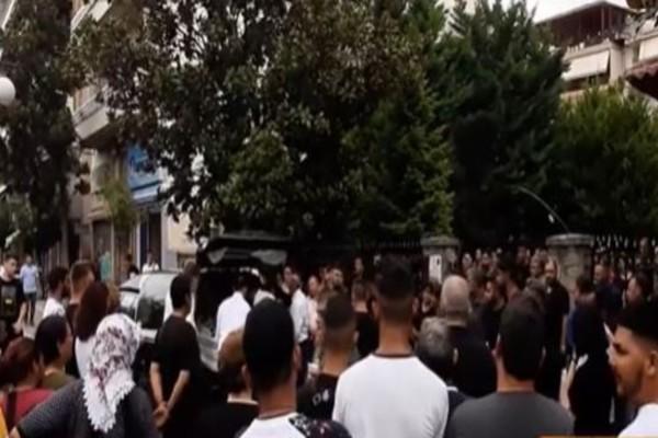 Τρίκαλα: Κλίμα οδύνης στην κηδεία της 16χρονης