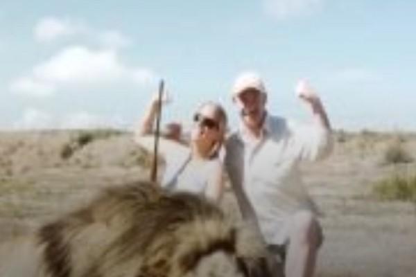 Κυνηγοί σκότωσαν λιοντάρι όταν όμως έβγαζαν φωτογραφίες... έτρεχαν να σωθούν (Video)
