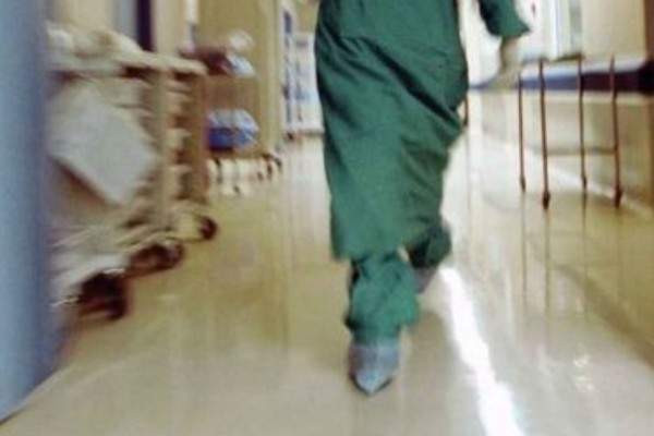 «Ψευτoγιατρός»: Αυτό είναι το «φαρμακείο» της ψεύτικης ελπίδας  με τα «γιατροσόφια» στο πολυτελές σπίτι του (photo)