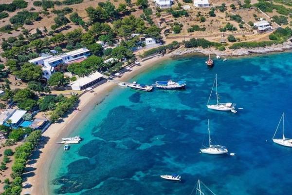 Ονειρεμένο: Το άγνωστο ελληνικό νησί με 3 μόνιμους κατοίκους που θα περάσεις τις πιο αξέχαστες διακοπές σου!