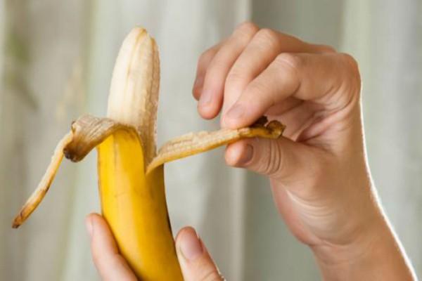 Εσείς ξέρετε γιατί υπάρχουν αυτές οι λεπτές ίνες στις μπανάνες;