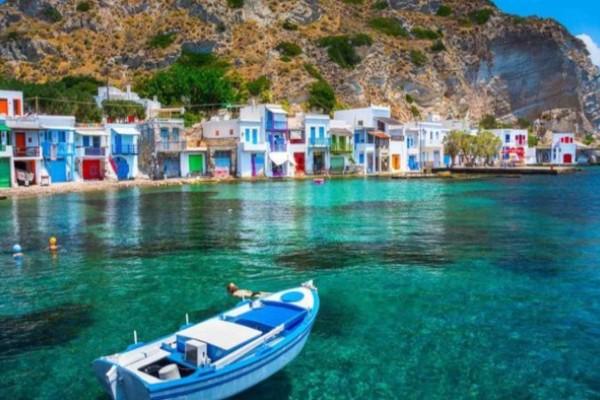Παράδεισος: Το ελληνικό νησί με το χρωματιστό ψαροχώρι που θα σας κλέψει την καρδιά