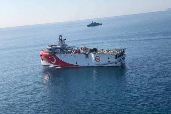 Συναγερμός στο Αιγαίο: Οι Τούρκοι αποσύρουν πλοία και «κατεβάζουν» tweet που μίλαγε για έναρξη ερευνών