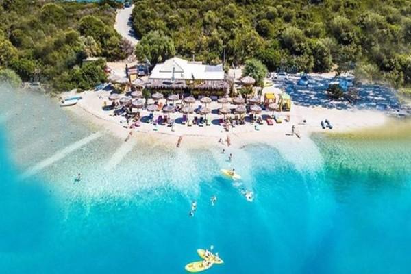 Το μυστικό διέρρευσε: Το μικρό ελληνικό νησί με τις 30 top -class παραλίες!