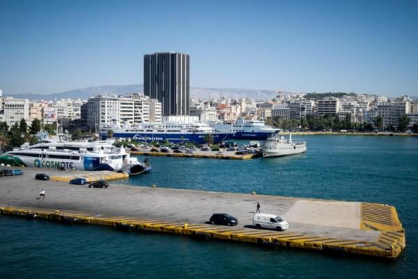 36χρονη έπεσε στη θάλασσα στον Πειραιά - Ανασύρθηκε από υπάλληλο security