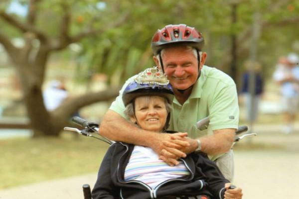 Αυτός ο παππούς έκανε δώρο στη γυναίκα του για τα 50 χρόνια γάμου ένα ποδήλατο - Ο λόγος θα σας κάνει να δακρύσετε