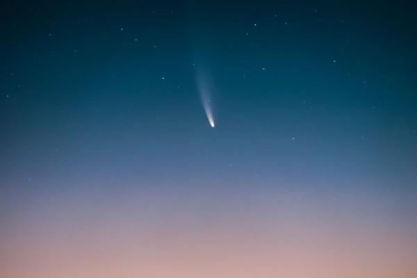 Υπέροχη: Η φωτογραφία από τη Σάμο με τον κομήτη που είναι υποψήφια για διεθνές βραβείο