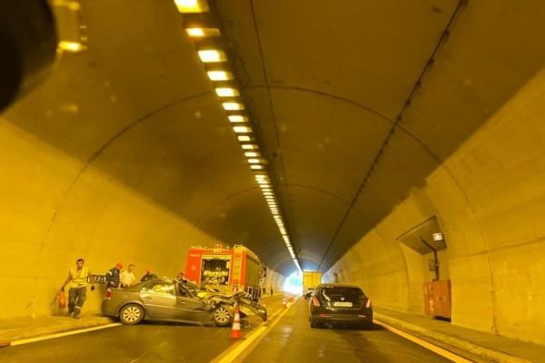 Χαμός στην Εγνατία: Τροχαίο σε τούνελ και ουρές χιλιομέτρων