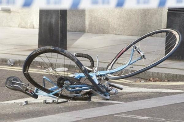 Σοκ στη Θεσσαλονίκη: Οδηγός ταξί παρέσυρε ποδηλάτισσα και την παράτησε