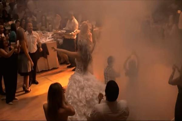 Νύφη χορεύει το πιο «μαγικό» τσιφτετέλι στο γάμο της - «Έτριξαν» τα πατώματα και ο γαμπρός τρελάθηκε