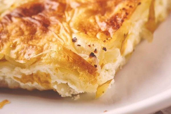 Η πιο νόστιμη σπιτική τυρόπιτα: Εύκολη και γρήγορη!