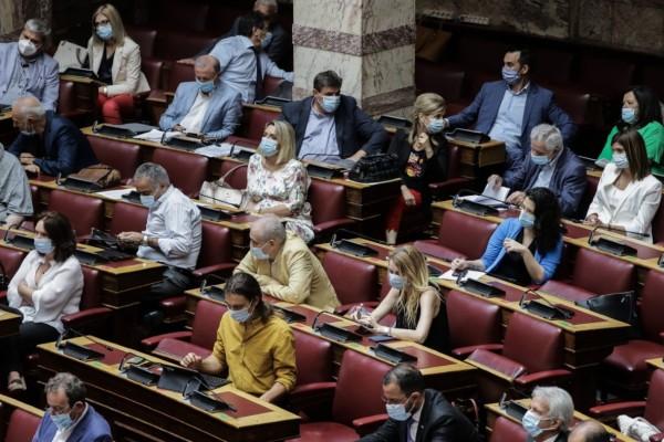 Μια άλλη Βουλή: Χρήση μάσκας από όλους